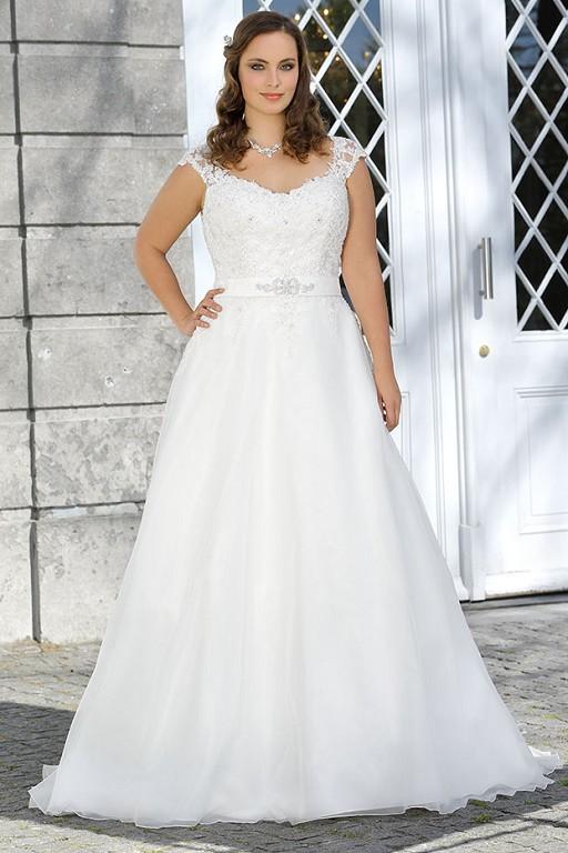 01b5186ac784 Svadobné šaty pre moletky až do veľkosti 60
